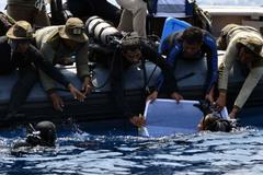 Tìm thấy 'hộp đen' thứ hai của máy bay Indonesia rơi ngoài biển