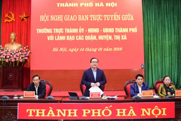 Bí thư Hà Nội nói rất xấu hổ cảnh vườn hoa hồ Gươm bị giẫm trụi