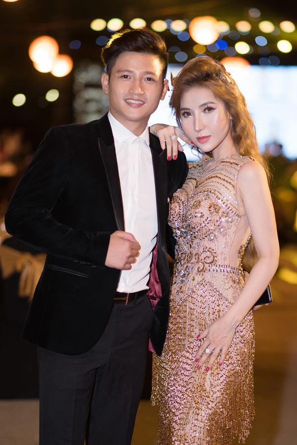 Á hậu Đoàn Thanh Tuyền lộng lẫy giữa biệt thự triệu đô