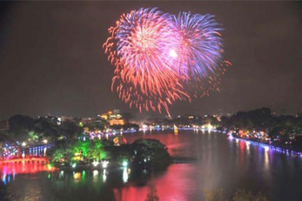 Hà Nội bắn pháo hoa đêm Giao thừa, điểm khác biệt năm nay