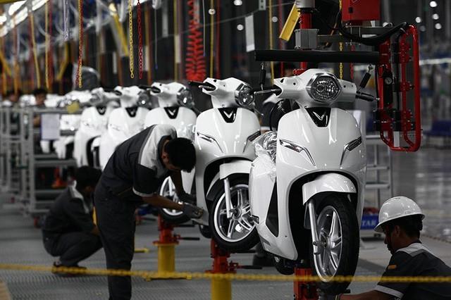 Kỷ lục tiêu thụ, xe máy vẫn là lựa chọn số 1 của người Việt