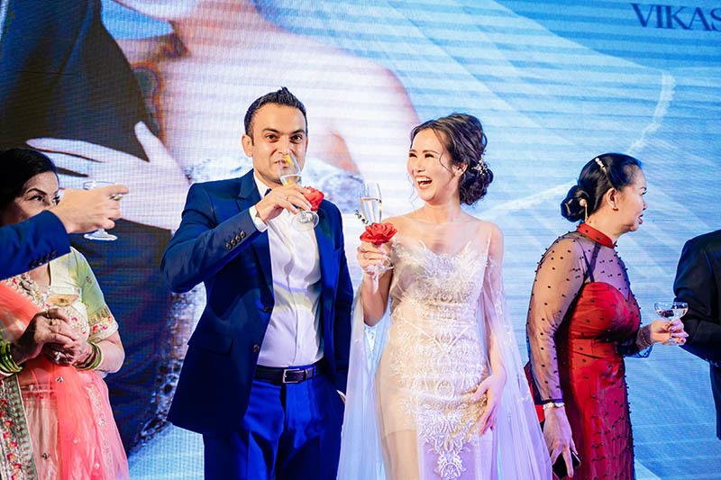 Võ Hạ Trâm hát trong đám cưới với chồng Ấn Độ hơn 12 tuổi