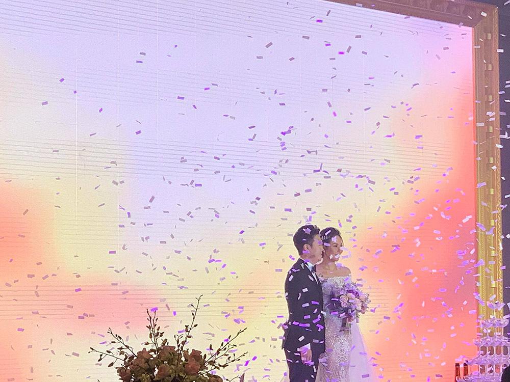 Lê Hiếu song ca với Lệ Quyên 'Lâu đài tình ái' tặng vợ trong đám cưới