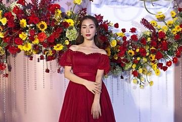 Đã đi ăn cưới Võ Hạ Trâm trễ giờ, Hòa Minzy lại còn gây sốc: 'Chị đừng quá vui vẻ khi em quá xinh đẹp'