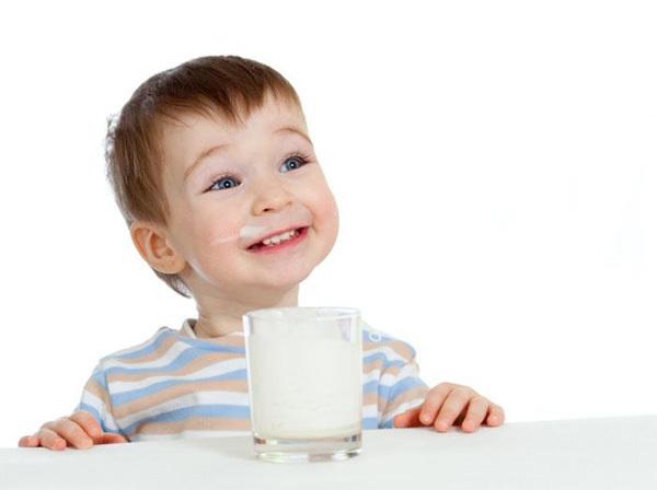 Chọn sữa tốt cho con theo từng độ tuổi