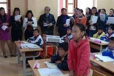 """Thầy giáo từng thi giáo viên giỏi: """"Chuẩn bị công phu chỉ để diễn đón khách"""""""