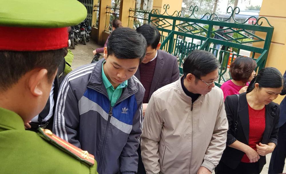 """Diễn biến bất ngờ vụ BS Hoàng Công Lương: Không có căn cứ việc """"đầu độc"""", luật sư bị đề nghị xử lý - Ảnh 1"""