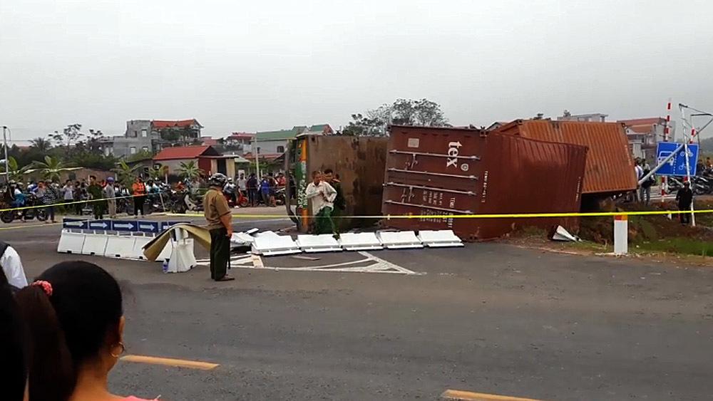 Nhìn xe máy VN luồn lách lấn làn, đặt câu hỏi sao Lào, Myanmar ít tai nạn