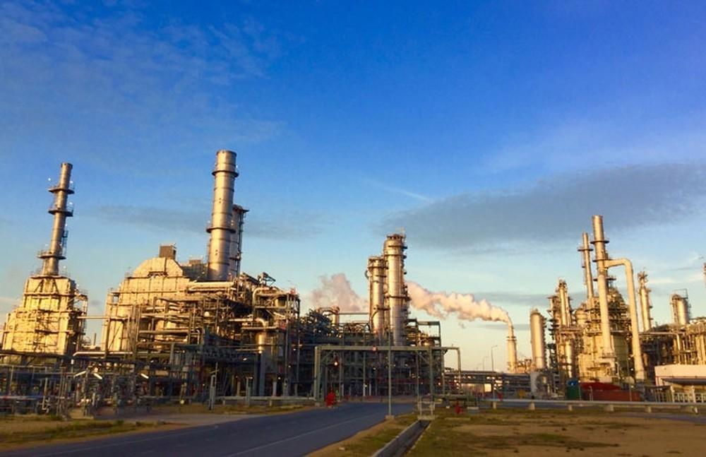 Giá giảm, chưa thể nói chuyện hạn chế nhập xăng dầu