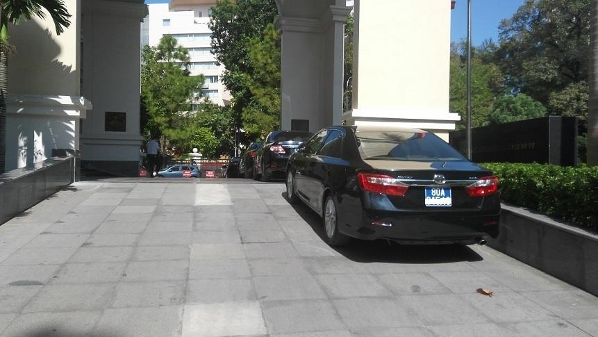 Hàng trăm thứ trưởng được đảm bảo xe công đưa đón tận nhà