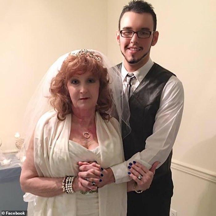 Cô dâu 71, chú rể 18 tuổi: Phải lòng ngay lần gặp đầu tiên