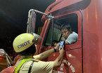 CSGT chặn cửa ngõ Sài Gòn, xử lý tài xế say xỉn, 'chơi' ma túy