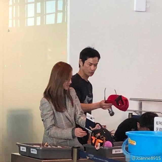 Tài tử TVB cùng vợ hoa hậu kém 22 tuổi du lịch tại Nha Trang