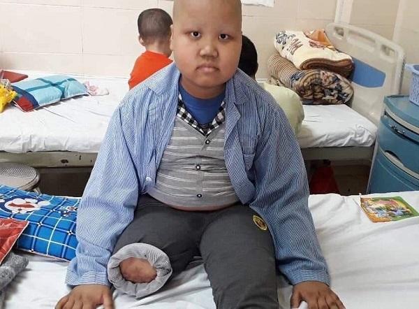 Tương lai mịt mờ của cậu bé mắc bệnh ung thư xương