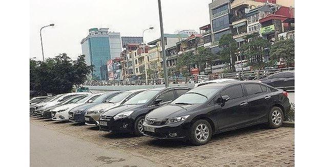 Cận Tết Kỷ Hợi, thuê xe tự lái lại 'sốt' giá