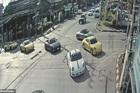 Dàn xe sang chặn đường, vượt đèn đỏ gây phẫn nộ tại Thái Lan