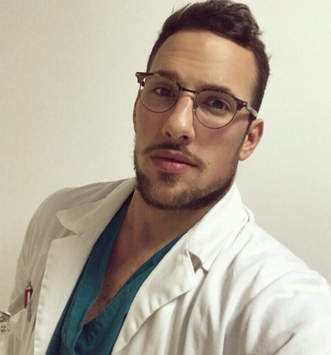 5 bác sĩ nổi tiếng trên mạng: Người là nam vương, kẻ yêu hoa hậu