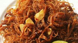 Cách làm thịt lợn khô cháy tỏi dai ngon cho Tết