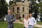 Cải tạo lâu đài bỏ hoang, cặp vợ chồng rao bán 25 tỷ đồng kiếm lời