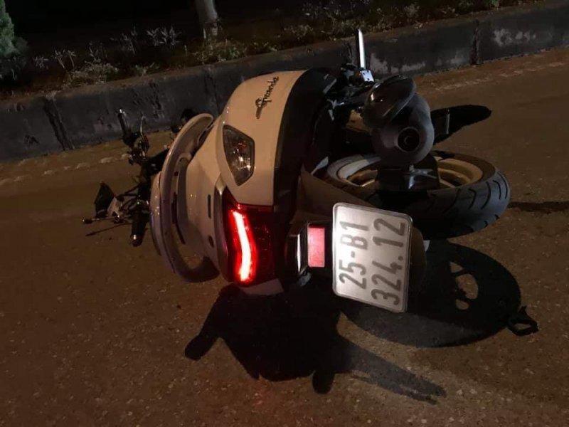 Ô tô đâm xe máy, kéo lê người đàn ông trong đêm