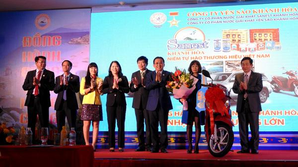 Trao thưởng khách hàng trúng giải Sanest Khánh Hòa tại Hải Phòng