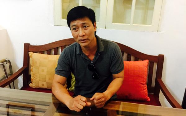 Quốc Tuấn và nghệ sĩ Hãng phim căng băng rôn chuyện bị cắt lương, bảo hiểm