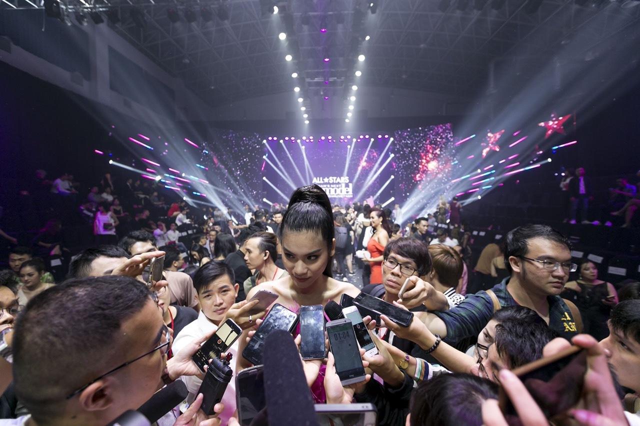 Người mẫu Kim Dung: Từ vụt sáng đến nhạt nhòa, đòi nợ cát-xê đi diễn