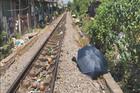Lao ra đường ray. cô gái bị tàu hỏa tông chết thảm