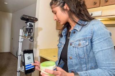 Thử nghiệm robot chăm sóc người cao tuổi trong nhà thông minh