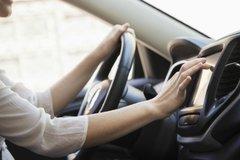 Vợ lái xe gây họa, chồng phải nghỉ việc chăm nạn nhân