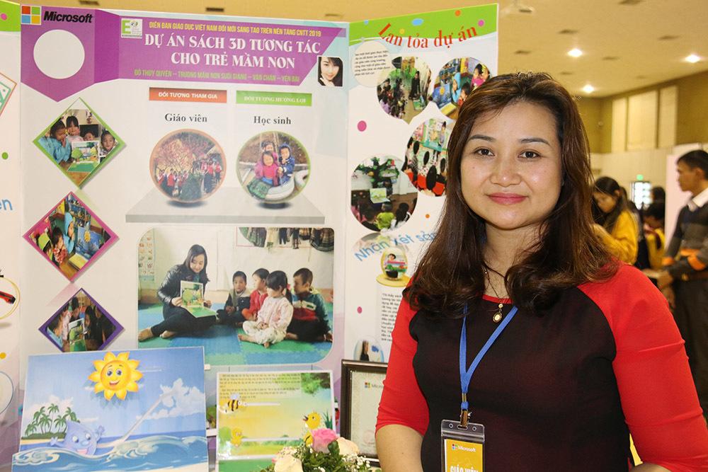 Cô giáo đưa lớp học quốc tế lên non
