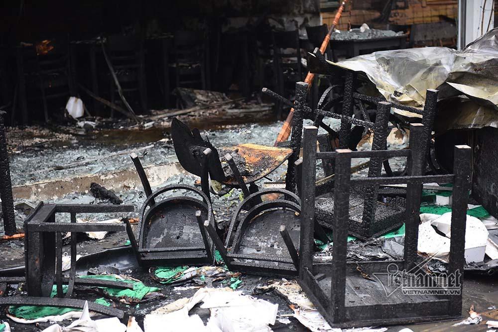Hà Nội: Lửa thiêu rụi quán cháo ếch, 1 người bị thương