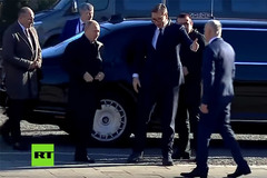 Putin mời Tổng thống Serbia đi thử siêu xe Nga