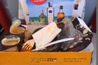 Hành khách Anh ăn phải cơm gà quá hạn một tuần trên máy bay