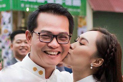 Vợ kém 19 tuổi hôn NSND Trung Hiếu đắm đuối trong ngày cưới