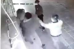 Xác định hai đối tượng đấm đá cô gái trẻ ở khu HH Linh Đàm