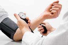 Người huyết áp cao tiểu đêm nhiều, nguy cơ đột quỵ