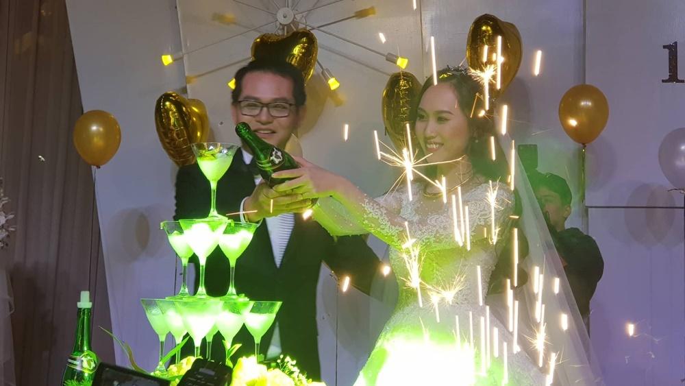 Hành động bất ngờ của Công Lý trong đám cưới của Trung Hiếu và vợ trẻ