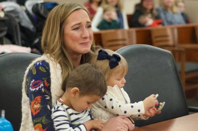 Người phụ nữ ngỡ ngàng khi biết danh tính thật của hai con nuôi