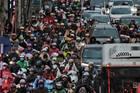 Bê trễ metro, bus: 30 năm nữa cũng khó cấm xe máy