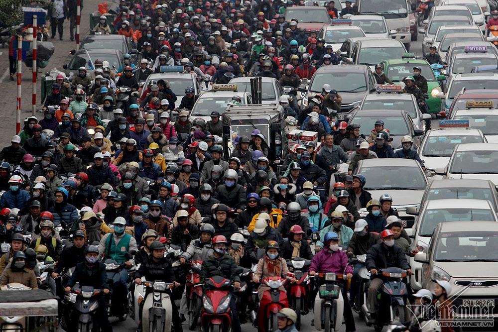 Vội vàng cấm xe máy: Ngưng trệ, đình đốn, thành phố 'chết'