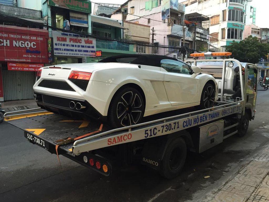 Giữa tâm bão ly hôn vợ, Đặng Lê Nguyên Vũ vẫn chơi siêu xe?