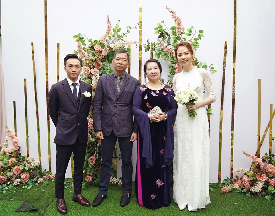 Cường Đô La tung lì xì thực hiện tục lệ 'cướp' Đàm Thu Trang làm vợ