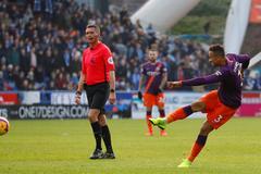 Hàng công thăng hoa, Man City đại thắng Huddersfield