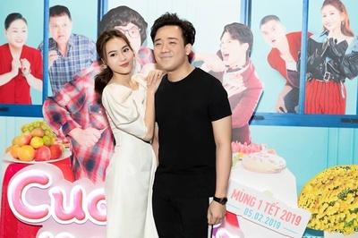 Trấn Thành lộ gương mặt phờ phạc trong buổi ra mắt phim với Lan Ngọc