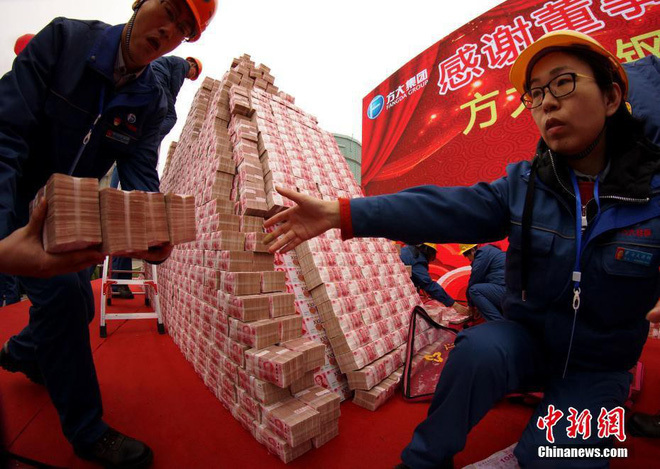 Công ty thép thưởng Tết nhân viên 200 triệu/người, tiền tươi 'chất thành núi'