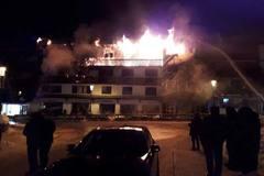 Cháy dữ dội tại khu trượt tuyết Pháp, 27 người thương vong