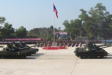 Lào diễu binh, trình làng hàng loạt thiết bị quân sự Nga