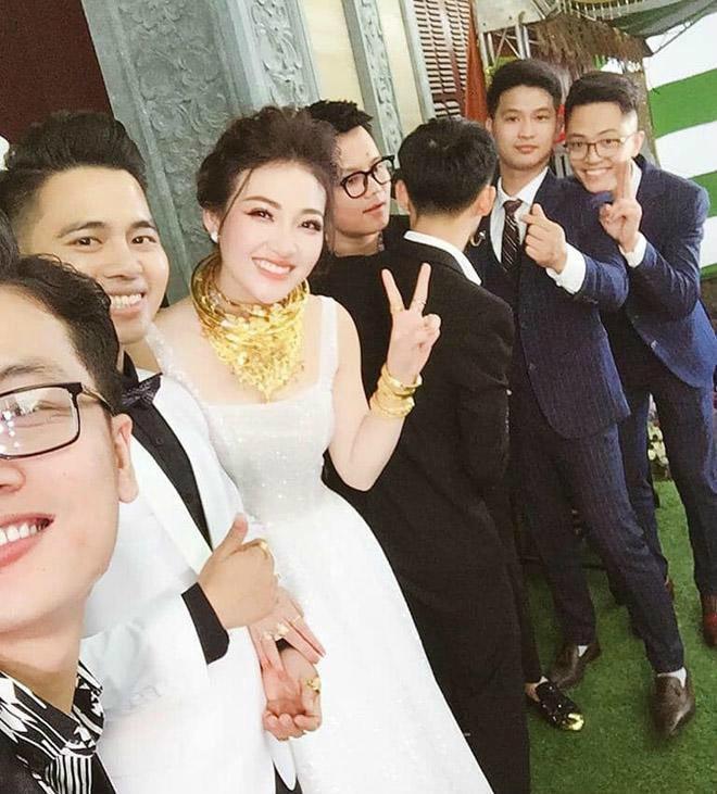 Nhan sắc nóng bỏng của cô dâu được bố mẹ tặng 200 cây vàng ở Nam Định
