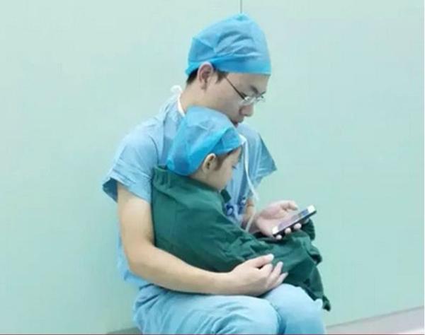 10 bức ảnh làm lay động hàng triệu con tim của các y bác sĩ